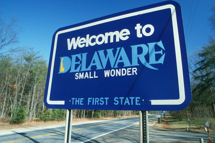 welcome sign on a Delaware road